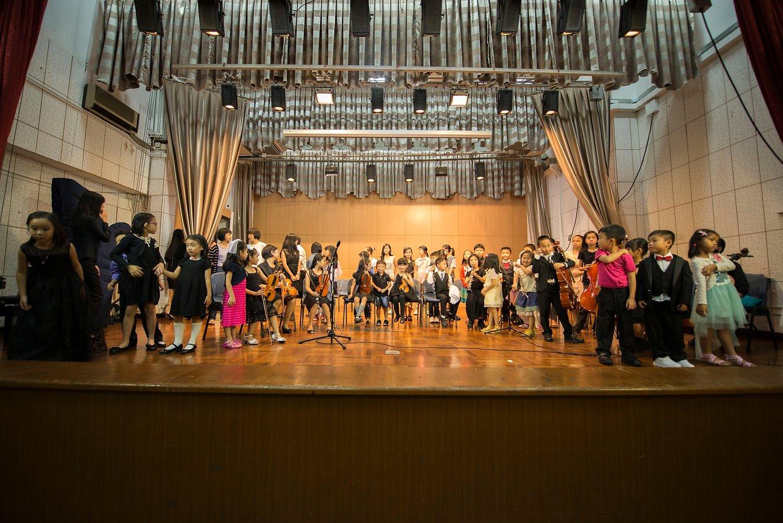 {               en: 'Fine Music (Yuen Long, Shatin, Fanling, Tuen Mun)',               cn: '悅藝音樂教育 (元 朗, 沙田, 粉嶺, 屯門)'             } 7
