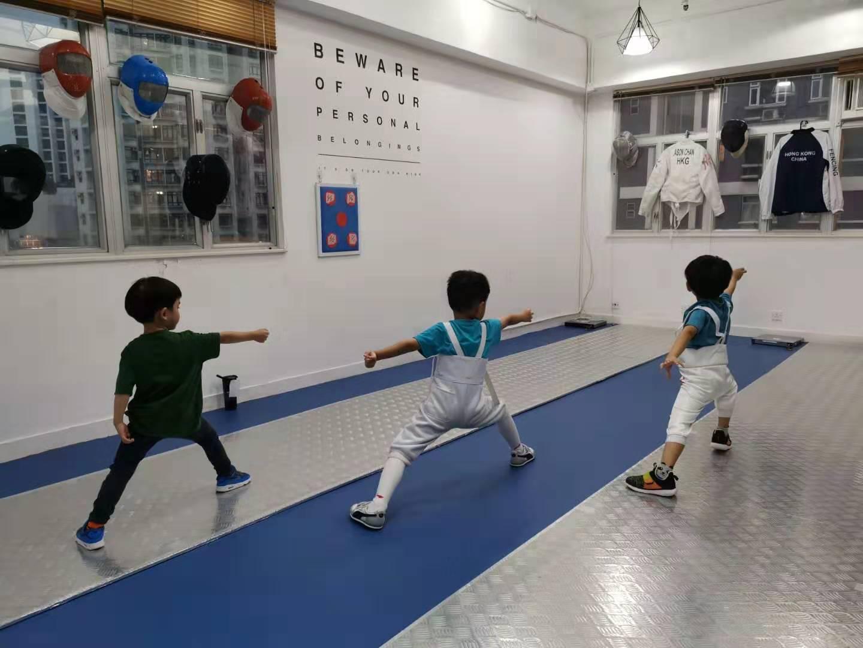 { en: 'Union Fencing Club ', cn: '劍藝會' } 3