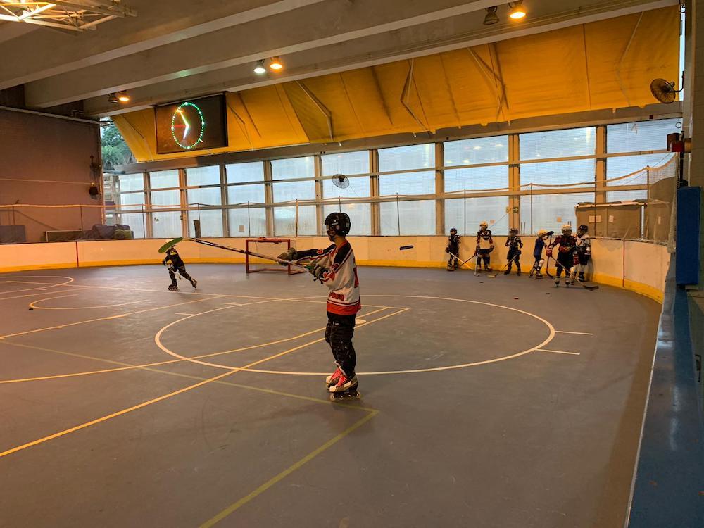 {               en: 'Hockey Life Inline Skating and Inline Hockey',               cn: 'Hockey Life 兒童滾軸溜冰或冰上曲棍球班 '             } 3